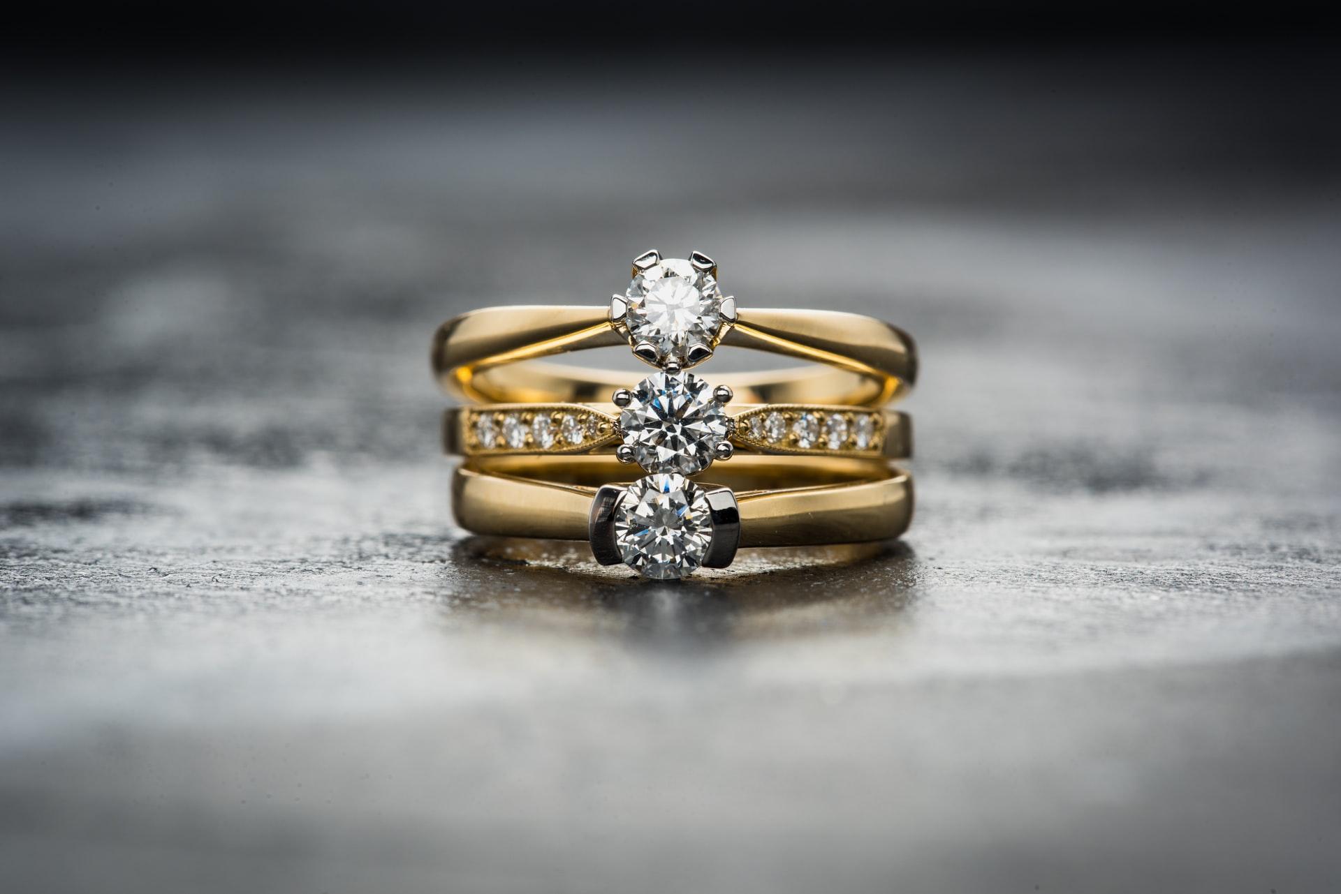 Las mejores alianzas de boda originales de oro y plata